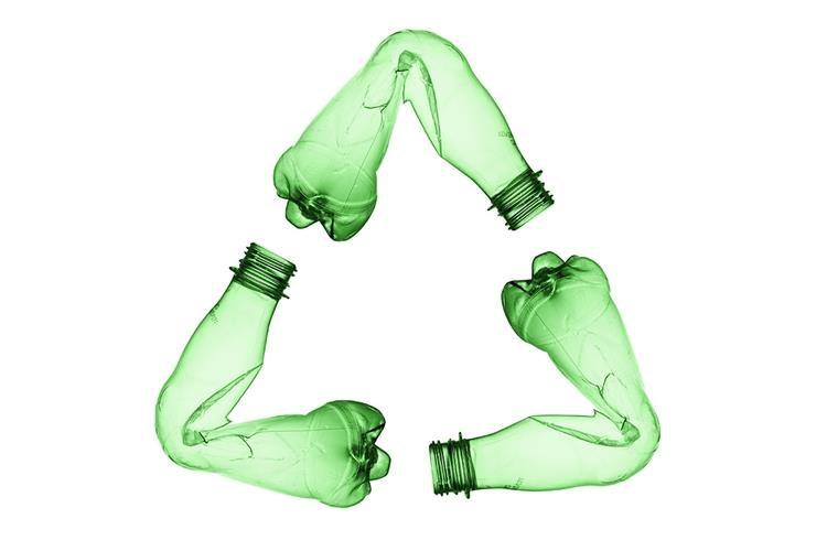 Prikaži fotografijom problematiku zagađenja plastičnim otpadom